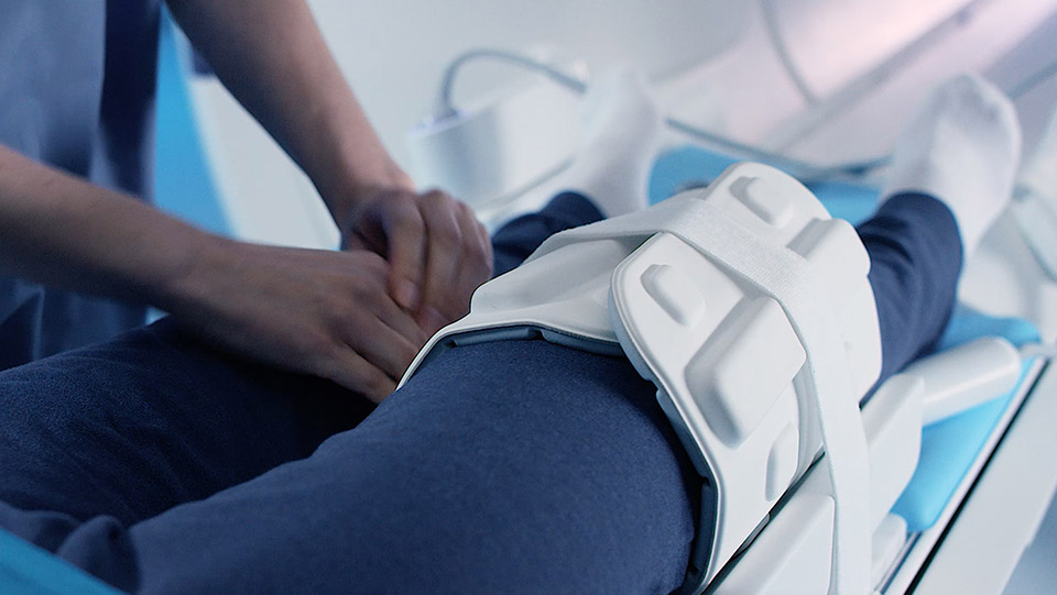 How to perform a knee exam